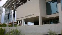 ElPérez Art Museum Miami(PAMM) fue fundado en 1996 por el empresario de origen cubano Jorge Pérez, destacado coleccionista de arte latinoamericano. En el año 2013 se trasladadó a una nueva sede diseñada por los arquitectosHerzog & de Meuronjunto alMiami Science Museum. Foto: Wikipedia