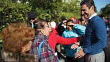 Mayor Francis Suárez greets people standing in the street in Miami. Photo: Joe Raedler / Getty Images