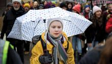 The young Swedish environmental activist Greta Thunberg (c) joins the thousands of students who took to the streets of Stockholm this Friday to demand action against climate change in Sweden. Students from all over the world stopped attending classes to demand greater political action against climate change. EFE / Henrik Montgomery