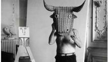 Picasso y la máscara. Photo: Edward Quinn.