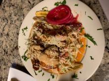 Pollo con tajadas, de PupuseríaEl Cuscatleco. Foto: Eli Siegel