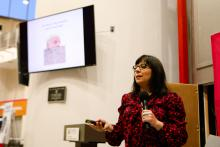 Mexican-American journalist Eileen Truaxspeaks to a group of students at Temple University on Jan. 31. Photo: Greta Anderson / AL DÍA News