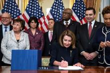 Speaker of the HouseNancy Pelosi (c) signs into law the bipartisan budget deal that was reached on Thursday to avoid another government shutdown at the Capitol in Washington, D.C. on Feb. 14. EFE