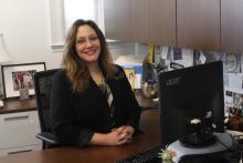 Yvette Núñez en su despacho de la Cámara de Comercio de Filadelfia. Foto: Jensen Toussaint/AL DÍA News.