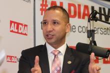 El CEO de ALPFA, Damian Rivera, visitó la sala de redacción de AL DÍA para conversar con el CEO de AL DÍA, Hernán Guaracao, el 25 de septiembre. Foto: Nigel Thompson / AL DÍA