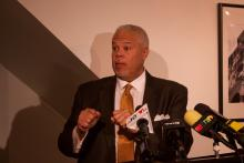 State Senator Anthony Williams officially launched his mayoral campaign at Urban Art Gallery in West Philadelphia on March 18. Photo: Emily Neil / AL DÍA News
