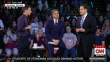 El Senador Republicano Marco Rubio fue el único representante de su partido en formar parte de la conversación con los sobrevivientes del tiroteo en Florida y con su comunidad. A pesar de haber mostrado maestría en oratoria, Rubio no fue capaz de ocultar la verdad detrás de la política.