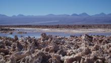 El salar de Atacama, en la frontera entre Chile y Bolivia. Foto: Romanceor (Wikimedia)