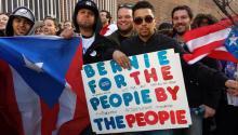 De izquierda a derecha: Devan Rodríguez, Tito Rodríguez-Rivera y Ricard Rivera viajaron desde Nueva Jersey para ver al candidato presidencial Bernie Sanders en el Centro Liacouras el miercoles pasado. Foto: Martín Martínez/AL DÍANews