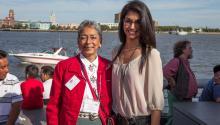 En el 2013 la beneficiaria de la beca del Dr. Castillo fue la estudiante mexicoamericana Tania Chairez. Aquí aparece junto a la Nelia Castillo, viuda del Dr. Castillo.