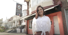 Gisselle Povedahas been running Cafe Tinto since 2016, when she took over her family business. Screenshot: Harrison Brink/AL DÍA News.