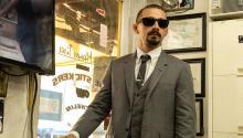 Shia LaBeouf interpreta a un gángster de Los Ángeles con un curioso tono moreno y tatuado. Photo: The Tax Collector.