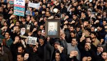 Demonstrators carry signs and images of Gen. Qasem Soleimani, Iran's militarleader killed by the U.S. on Jan. 03, 2020. Photo: EFE.