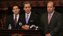 (izq. a der.) Los senadores estatales Larry Farnese, Mike Stack y Daylin Leach forman parte de la coalición que apoya ambas legislaciones de equidad LGBT.