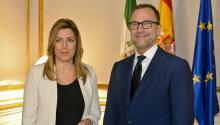 El ex-embajador de EE.UU en España, James Costos, junto a la políticadel partidoSocialista Susana Díaz, en 2014. Foto: Wikimedia