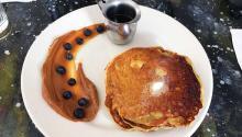Pancakes de plátano. Gabby Johnson