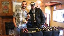 Justin Knosp, Allied craft division of Muller slinging beer for Philadelphia, and Bob Berman, field marketing manager at SweetWater Brewing Company, show some of the featured brews. Ana Gamboa/ AL DÍA News