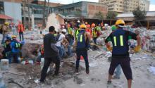 Labores voluntarias en edificio colapsado en Chimalpopoca y Bolívar, colonia Obrera, Ciudad de México, el pasado 23 de septiembre de 2017. Fuente: Wikimedia Commons