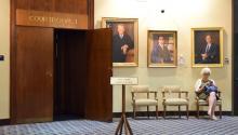 """Puerta de la sala número 1 del Palacio de JusticiaenSan Antonio, Texas, donde se celebró la primera audiencia de la demanda interpuesta por varias ciudades de Texas contra el estado por la ley SB4, que prohíbe las """"ciudadessantuario"""" y permitirá a las autoridades locales cuestionar el estatus migratorio de cualquier persona detenida. EFE/Alex Segura"""