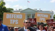 The director of the CASA Maryland organization, Gustavo Torres, speaks into the microphone during a protest in front of the White House on Monday, May 7, 2018, in Washington (USA), after Trump's government snatched the protection of TPS to 55,000 Hondurans living in the country and gave them until January 2020 to return to their country or find a way to regularize their immigration status. EFE / Alex Segura