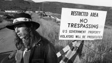 John Trudell, creador de Radio Free Alcatraz. NYT
