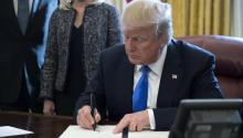 United States President Donald J. Trump signed on Tuesday, January 9, 2018, an executive order of 'Support for our veterans during the transition from active service to civilian life, in the Oval Office of the White House in Washington, EFE/SHAWN THEW