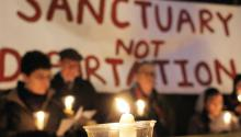 The New Sanctuary Movement of Philadelphia held a vigil, Dec. 17, at which more than 200 letters of support for Angela Navarro were presented to ICE. Photo: Christine Killion/AL DÍA