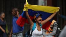 Supporters of the Venezuelan opposition are again demonstrating in the streets of the country to question the legitimacy of the head of state, Nicolás Maduro, whom the Parliament and a large part of the international community don't recognize. EFE / Miguel Gutiérrez