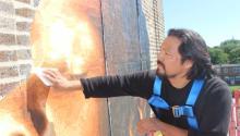 Como artista mexicano, César Viveros siente un gran orgullo y satisfacción por liderar el mural en honor al papa Francisco. Yesid Vargas/AL DÍA News