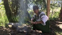 Los hornos telúricos llevan usándose desde el Neolítico, perono todo es tan sencillo como meter una lasaña en el microondas.Photo: Vistazo