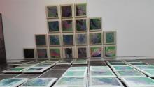"""""""El Jardín del Edén"""", una instalación de la artista colombianaDora Mejía a base defotografíastomadas por satélitede las principales ciudades del mundo. Se expone en el CCA de Glasgow, Reino Unido. Foto: Andrea Rodés"""