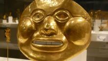 Máscara precolombina en el Metropolitan Museum de Nueva York. Foto: Wikimedia