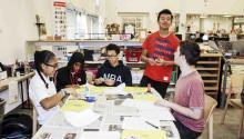 El 27% de los estudiantesde secundariade Connecticutse identifican como latinos o hispanos, mientras que el 13% lo hacen como afroamericanos o negros. Photo: Yale Daily News.